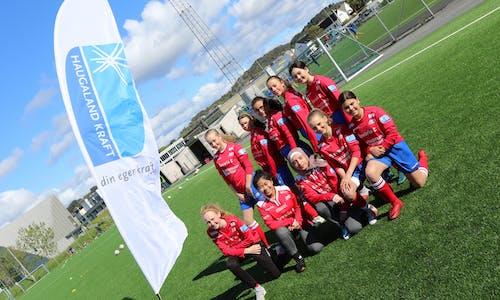Jentene stormer fram som aldri før i Sportsklubben Vard Haugesund. Her ser vi herlige jenter fra J13 og det nye satsingslaget med innvandrerjenter.
